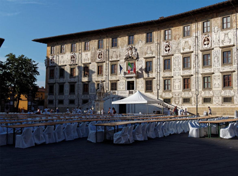 Piazza dei Cavalieri, Cena in Bianco
