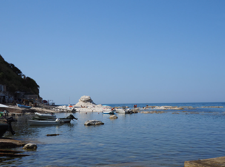 Spiaggia del Passetto: la seggiola del Papa