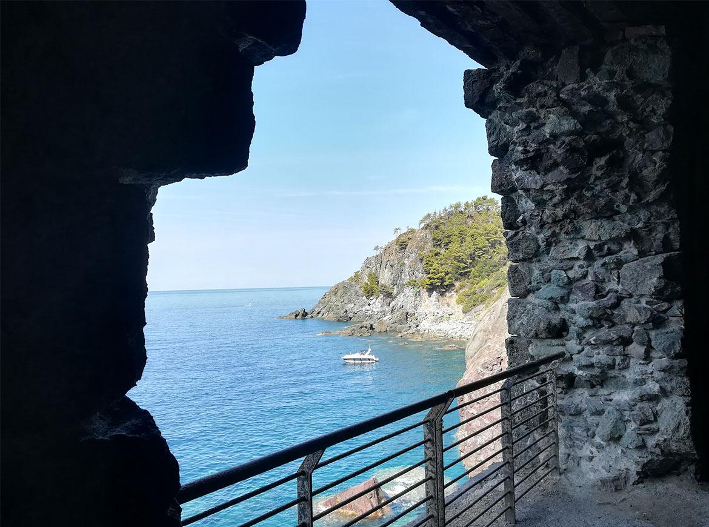 Gallerie e scorci vista mare lungo ciclopedonale MareMonti