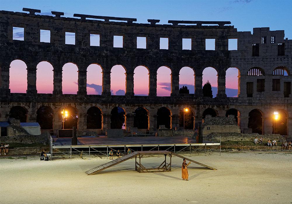 Anfiteatro Romano di Pola al tramonto